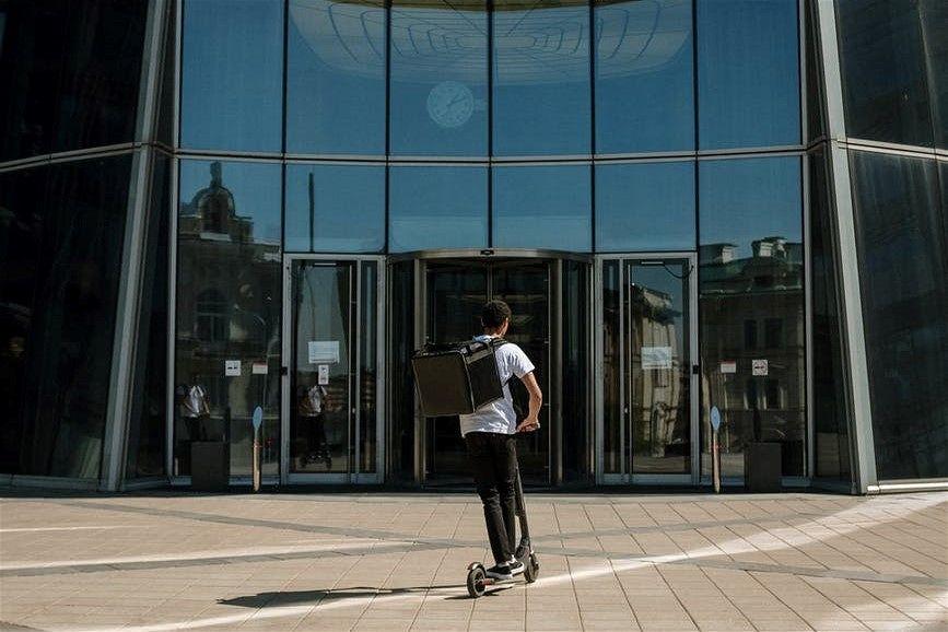 Las empresas y la movilidad sostenible con patinetes electricos