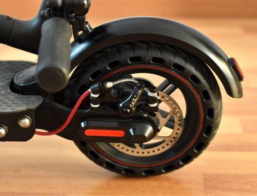 Cómo cambiar la rueda a un patinete eléctrico