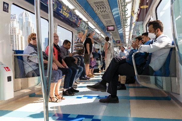 Viajar en metro o tren con patinete